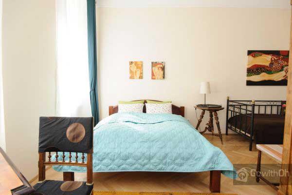 Das Erste Schlafzimmer Mit Doppelbett Und Einzelbett